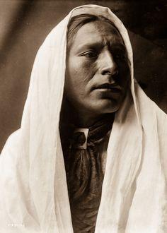 Iahla, aka Willow, Toas Pueblo, 1905- Edward Curtis