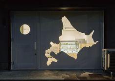 D&AD Awards 2016 Wayfinding & Environmental Graphics Wood Pencil Winner from Voice of Cheese Japan. Door And Window Design, Window Display Design, Shop Window Displays, Nendo Design, Facade Lighting, Innovation Centre, Environmental Graphics, Retail Design, Wood Design
