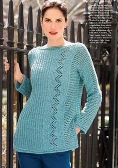 Бирюзовый пуловер с вырезом лодочкой свободного силуэта и боковыми шлицами из журнала Vogue осень 2015 года