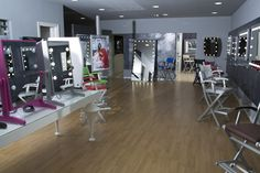 Cantoni professional make-up stations showroom. Italian artisanal excellence present all over the world. #cantoniworld #professionalmakeup #cantoniartisan