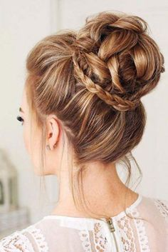 Prom hair updos stay trendy from year to year due to their gorgeous look and versatility. See our collection of elegant prom hair updos, as this important event is approaching and you need to start preparing. Prom Hairstyles For Long Hair, Winter Hairstyles, Easy Hairstyles, Elegant Hairstyles, Female Hairstyles, Buns For Long Hair, Casual Updos For Long Hair, Teenage Hairstyles, Buns For Prom