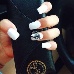 Shellac white nails with a palm tree nail designs Hawaii Nails, Florida Nails, Beach Nails, Beach Vacation Nails, Hawaii Hawaii, Cruise Nails, Palm Tree Nails, Nails With Palm Trees, White Nail Designs