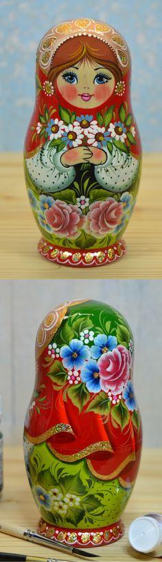 Traditional russian babushka by artist Valentina Partanen. Find more gorgeous nesting dolls at: www.bestrussiandolls.etsy.com