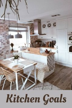 Kitchen of the day! Kitchen Room Design, Home Decor Kitchen, Interior Design Kitchen, Home Kitchens, Cuisines Design, Apartment Interior, Cozy House, Kitchen Remodel, Sweet Home