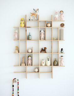 Wooden Display  Mokkasin / 薄片般的裝飾櫃,可以讓空間看起來很大。當然,也很空 洞