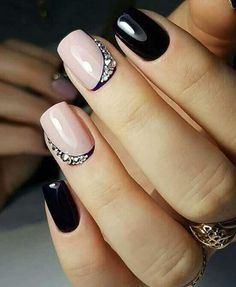 paznokcie naturalne z cyrkoniami swarovskiego