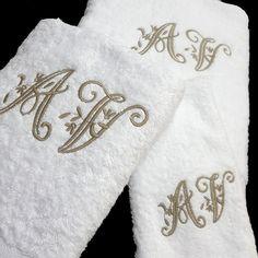 Unos juegos de toallas cambian totalmente si les bordamos las iniciales, pasan a ser un bonito regalo de bodas o aniversario. No lo dudes y borda tus toallas en www.lagarterana.com