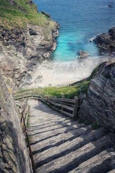 Tintagel Castle & Merlin's Cave INCREDIBLE places to visit in England. This beach is next to Tintagel Castle in Cornwall- here's everything you need to know to plan your visit. Cornwall England, Devon And Cornwall, North Cornwall, London England, England Uk, Cool Places To Visit, Places To Travel, Travel Route, Travel List