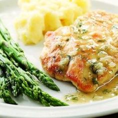 This Lemon and Dill Chicken recipe is an easy, healthy dinner that's low-calorie. This easy lemon chicken recipe simply sautes chicken breasts with a quick lemon-dill pan sauce. This quick lemon chicken recipe is ready in 30 minutes and cooks in one pan. Ww Recipes, Turkey Recipes, Dinner Recipes, Cooking Recipes, Recipies, Quick Recipes, Recipes With Dill, Cooking Pork, Turkey Dishes