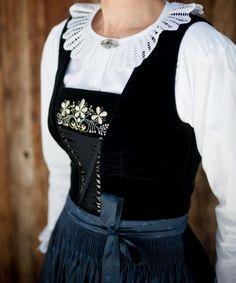 FolkCostume&Embroidery: Costumes of Tyrol Ethnic Fashion, Retro Fashion, Folk Clothing, Witch Fashion, Lederhosen, Special Dresses, Folk Costume, Couture, Winter Dresses