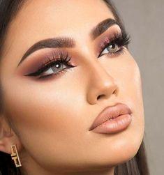 Perfect Cat Eye Makeup Ideas To Look Sexy - Eye Makeup Tutorials and Tips Cat Eye Makeup, Smokey Eye Makeup, Glam Makeup, Makeup Inspo, Bridal Makeup, Wedding Makeup, Makeup Inspiration, Makeup Ideas, Makeup Tips