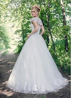 Chic Tulle Jewel Neckline Ball Gown Wedding Dresses With Lace Appliques