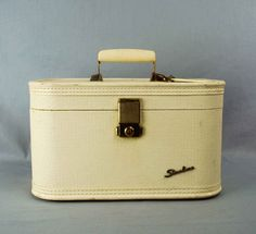 1950s White Starline Train Case // Vintage by independencevintage, $34.00