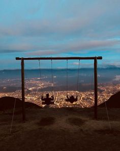 The Swing at El Teleferico - Quito, Ecuador South America Map, South America Destinations, Travel Destinations, Latin America, Equador Quito, Peru Ecuador, Backpacking South America, Les Continents, Voyage Europe