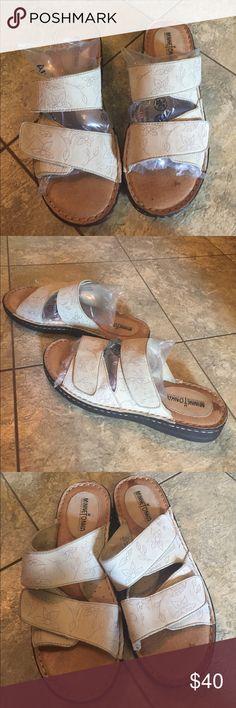 Minnetonka leather sandals sz 11 Cute & comfy Minnetonka beige sandals sz 11.  Great condition!! Minnetonka Shoes Sandals