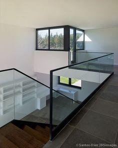 FERNANDO VAZQUEZ Stair Railing Design, Home Stairs Design, Staircase Railings, Interior Stairs, Home Interior Design, Glass Stair Railing, Railing Ideas, Interior Livingroom, Metal Building Homes