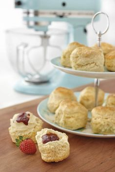 An easy scones recipe that you can bake at home. Scones recipes are so simple! Kitchen Aid Recipes, Baking Recipes, Cupcakes, Cupcake Cakes, Food Network Recipes, Food Processor Recipes, Create A Recipe, Tray Bakes, Afternoon Tea