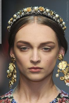Google Afbeeldingen resultaat voor http://celebsvenue.in/images/2012/01/out.php/i9366_dolce-a-gabbana-closeup-runway-collection-fall-winter-2012-2013-at-milan-fashion-week-024.jpg