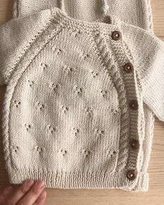 Baby Cardigan Knitting Pattern Free, Baby Boy Knitting Patterns, Baby Sweater Patterns, Knitted Baby Cardigan, Knit Baby Sweaters, Knitted Baby Clothes, Baby Clothes Patterns, Baby Hats Knitting, Baby Patterns