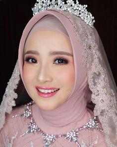 make up looks natural asian Hijabi Wedding, Wedding Hijab Styles, Kebaya Wedding, Muslimah Wedding Dress, Muslim Wedding Dresses, Hijab Bride, Muslim Brides, Bridal Dresses, Malay Wedding Dress