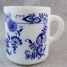 Pyrex Old Town Blue Onion Milk Glass Mug C by OctoberMemories Vintage Kitchenware, Vintage Dishes, Vintage Pyrex, Rare Pyrex, Money Clips, Blue Onion, Glass Kitchen, Coin Purses, Vintage Coffee