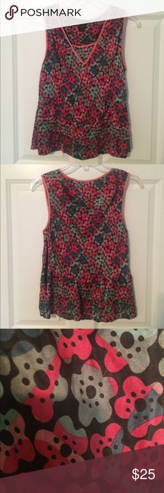 Marc Jacobs Silk Floral Tank This a a Marc Jacobs 100% silk tank. Great floral pattern, and perfect for these hot summer days! Gently used and in great condition. Marc Jacobs Tops Blouses