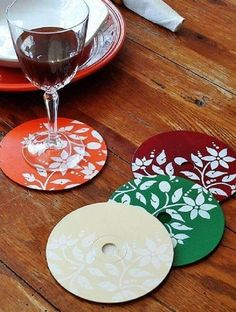 CD Crafts: 70 Ideen und Tutorials Schritt für Schritt - Neu dekoration stile The Effective Pictures We Offer You About Decoupage jars A quality picture can tell you many things. You can find the most Recycled Cds, Recycled Crafts, Cd Crafts, Crafts To Make, Decoupage Jars, Paper Doilies, Custom Coasters, Winter Crafts For Kids, Easy Home Decor