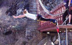 10. Pular de bungee jump! \o/ Se algo der errado, o mundo já ia acabar mesmo! =/