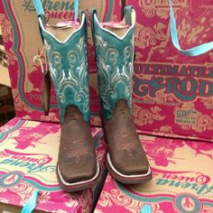 Arena Queen square toe cowgirl boots by Tombstone. love these boots Cowgirl Style, Cowgirl Boots, Western Boots, Riding Boots, Cowgirl Tuff, Cowgirl Outfits, Western Style, Head Over Boots, Boot Scootin Boogie