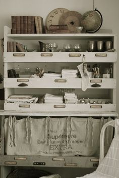 HVÍTUR LAKKRÍS-great shelf for dining supplies