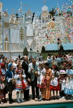 When 'it's a small world' opened at Disneyland, Walt Disney poured water from each of the seven seas into the ride's water channels. Walt Disney, Disney Parks, Disney Nerd, Disney Love, Disney Magic, Disney Pixar, Disney Trivia, Disney Rides, Punk Disney