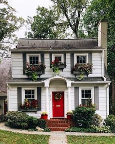 New Red Door Cottage House Plans Ideas My Father's House, Cute House, Red Door House, Sweet House, Style At Home, Cottage Homes, Cottage Style, My Dream Home, Curb Appeal