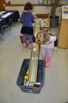 rain gutter ramp train table to truck center idea Play Based Learning, Learning Through Play, Early Learning, Preschool At Home, Preschool Science, Block Center Preschool, Transport Topics, Transportation Unit, Sand And Water Table