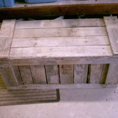 Pallet Trunk -- i love upcycling but im not crazy about the look of pallets. this is a perfect way to reuse old pallets without that rough appearance! Wooden Pallet Projects, Pallet Crafts, Diy Pallet Furniture, Pallet Ideas, Diy Projects, Furniture Ideas, Playhouse Furniture, Pallet Playhouse, Pallet Designs