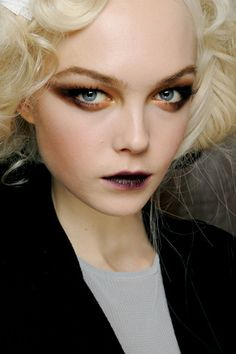 Dior runway dark, vampy makeup