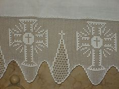Bildergebnis für lace fillet with grapes Crochet Motifs, Crochet Borders, Crochet Cross, Crochet Stitches, Hand Embroidery, Embroidery Designs, Faith Crafts, Crochet Dress Girl, Crochet Flowers