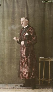 Male model posing with a cigarette, adversing a pink silk robe with black square motif and black liner, circa 1921, Salon du goût français, ...