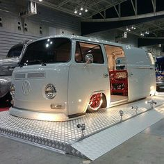 Slammed bay window vw kombi bus: