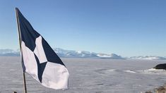 American journalist Evan Townsend has designed the True South flag for Antarctica to create a distinctive identity for the continent and encourage its protection by the rest of the Earth's inhabitants. Mcmurdo Station, Ross Island, Different Flags, Half A Decade, Polar Night, Royal Society, Rainbow Flag, Flag Design, Continents