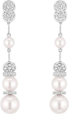 Discover Les Perles de CHANEL, the new jewelry collection comprised of four sets in which pearls enhance the silhouette with their graphic allure. Bouton de Camélia, Perle Chaînes, Perle Couture, Perle Plume de CHANEL.