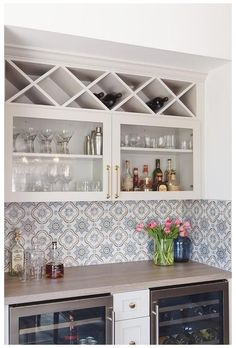 Home Decor Kitchen, New Kitchen, Home Kitchens, Kitchen Built Ins, Basement Bar Designs, Home Bar Designs, Wet Bar Designs, Basement Ideas, Glass Front Cabinets