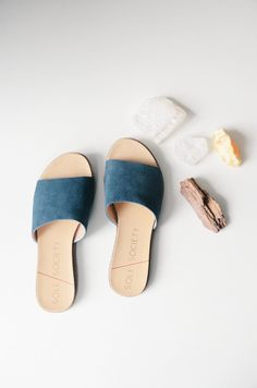 navy slip-on sandals//