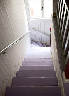 vanhan talon portaikko - stairs of an old house - just like the ones in our previous house