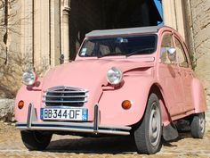 A pink 2 chevaux!!! My dream car!