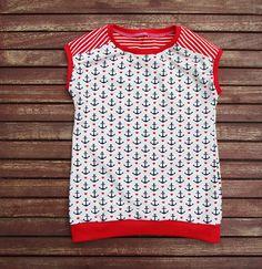 Ich biete euch ein süßes maritimes Shirt für die warmen Frühlings - Sommertage in der Größe 122. Ein weicher Jersey in trendigem melange mit kleinen dunkelblauen Ankern und roten Herzchen passend dazu Streifen in Rot-Weiß.  Der Stoff vom Rückenteil geht leicht über die Schultern nach vorne, dass macht das Shirt so besonders .  Falls es nicht die Größe ist die ihr braucht dann schreibt mir eine Nachricht.    Material : Lovely Anchor wollweiss : 60% Baumwolle, 35% Polyester, 5% Elasthan.(…