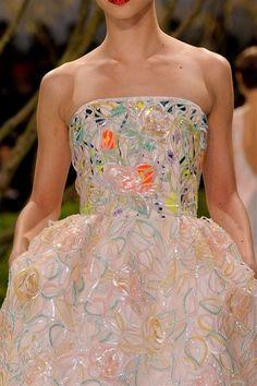 Photos des détails du défilé Christian Dior Haute Couture printemps-été 2013 - L'EXPRESS