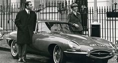 Ken und Letizia Adam, ca. Jaguar Xk, Jaguar E Type, Jaguar Cars, Modern Classic, Classic Cars, Ken Adams, 1960s Tv Shows, Jaguar Daimler, James Bond