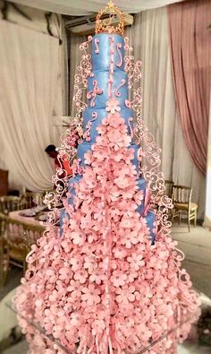 Wedding cakes, please think about this creative pin snapshots for that simply amazing wedding cake this instant. Extravagant Wedding Cakes, Unusual Wedding Cakes, Big Wedding Cakes, Unique Cakes, Beautiful Wedding Cakes, Wedding Cake Designs, Creative Cakes, Wedding Cake Toppers, Beautiful Cakes