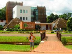 A Biblioteca da Floresta foi inaugurada em 2007 em edifício moderno e confortável com traços característicos dos ambientes amazônicos. Além de dispor de relevante acervo especializado sobre o estado do Acre e da região, abriga exposições permanentes e temporárias e viabiliza uma série de serviços aliando ações de biblioteca com elementos museológicos.