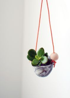 Free DIY tutorial: how to make marbled polymer clay and stunning mini hanging plant holders, by we-are-scout.com.